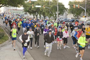 Crowd of runners and walkers at the MS Blues Marathon and Half-Marathon